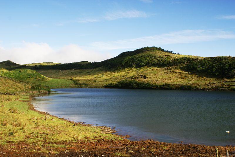 Lagoa_do_Capitão,_Ribeirinha,_concelho_das_Lajes_do_Pico,_ilha_do_Pico,_Açores,_Portugal
