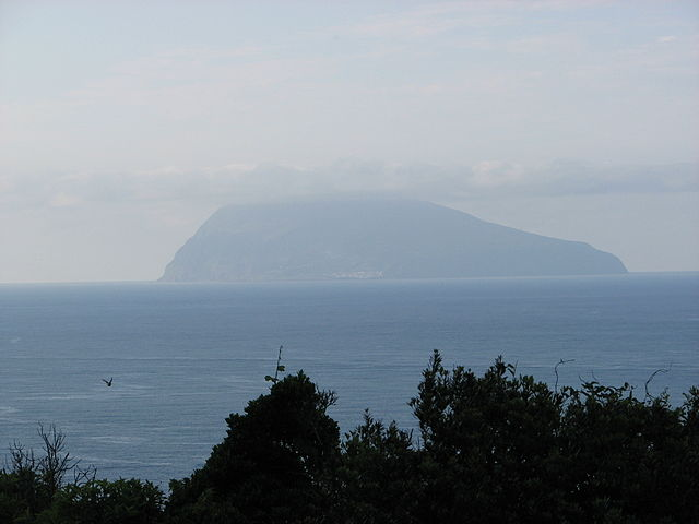 640px-Corvo_island_seen_from_Flores_Azores