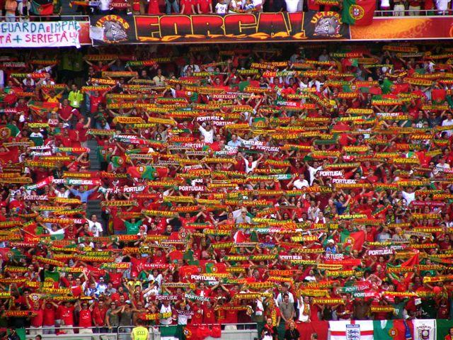 Portugiesische_Fans_bei_der_Euro_2004