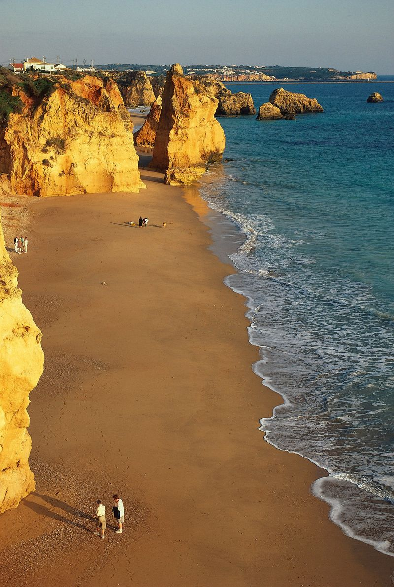 Beach in Algarve by José Manuel - T09ATH1F