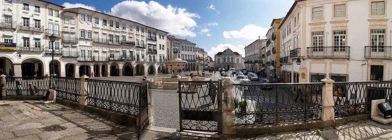 Place_de_Giraldo_à_Evora_(392867725)