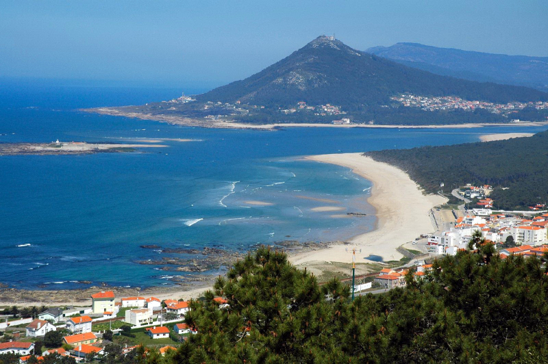 Praia _Moledo_-_Portugal_-_panoramio_(1)