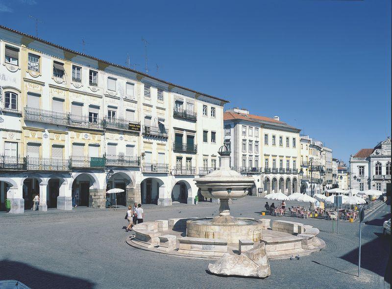 Evora_Giraldo Square
