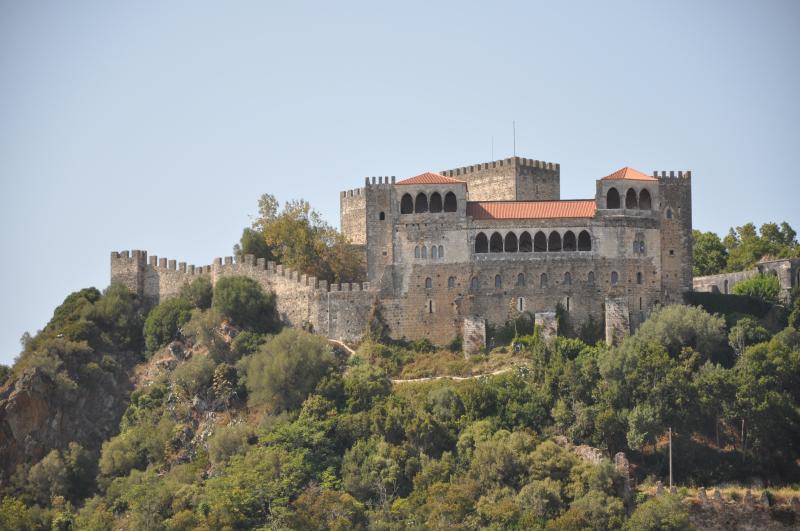 Castelo_de_Leiria_(vista_geral)