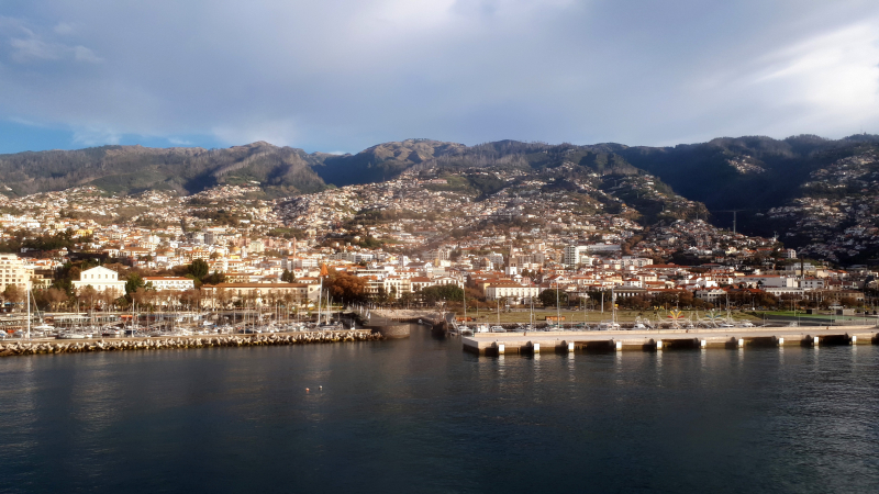 Funchal-madeira-island-portugal-city-and-mountains