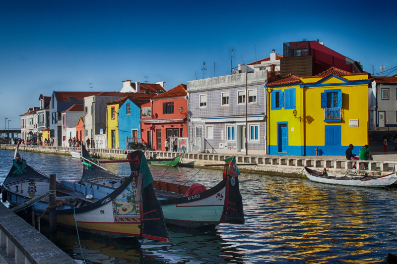 Aveiro-colorful-houses-portugal-556488