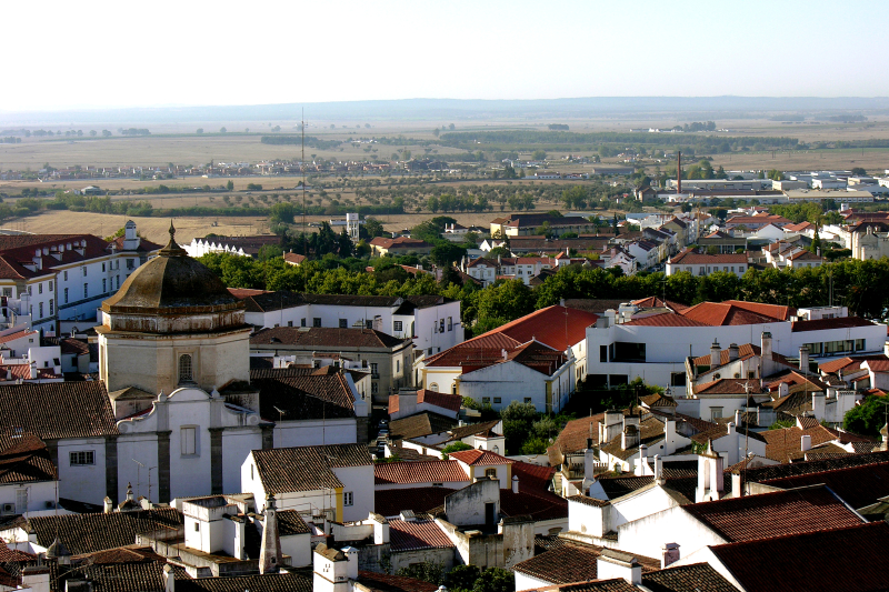 Evora _Alentejo _Portugal_from_the_cathedral_roof _28_September_2005